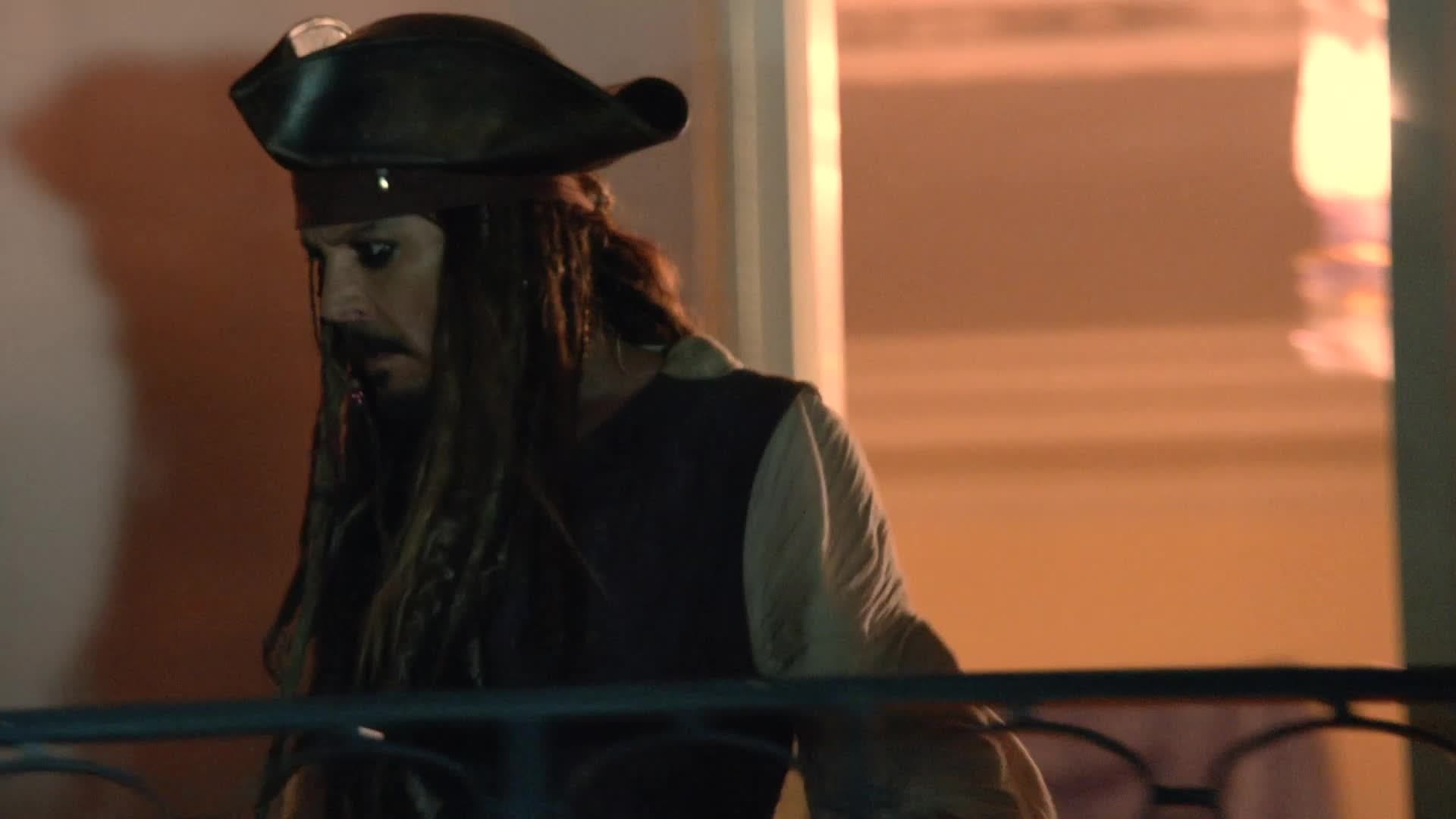 Johnny Depp sorprende i fan a Disneyland