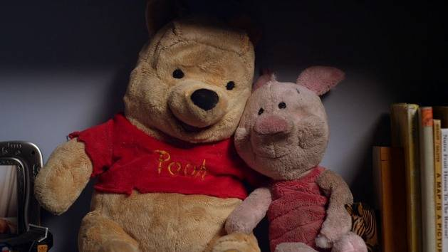 Story Time with Piglet and Pooh | Winnie The Pooh | Oh My Disney