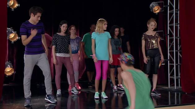 """Momento Musical: Coreografia de """"Supercreativa"""" - Violetta"""