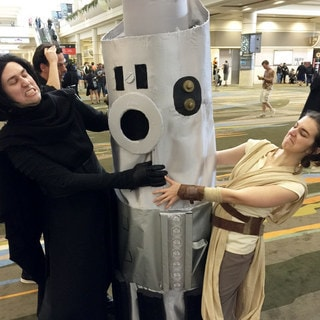 Most Impressive Fans: Moya Kojima's Skills Are Complete with Her Giant-Size Lightsaber Cosplay