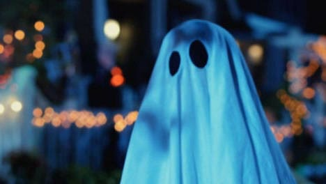 Spooky Buddies: Cachorros embrujados - El disfraz del fantasma