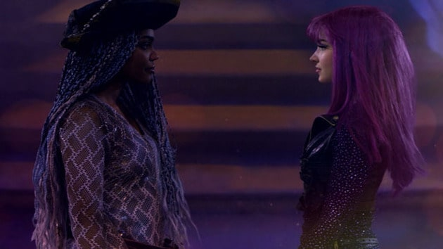 Videoclip Los Descendientes 2.5 - Stronger (With Dove Cameron & China Anne Mcclain)