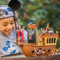 Mickey Mouse Pirates of the Caribbean Pirate Ship Deluxe Play Set