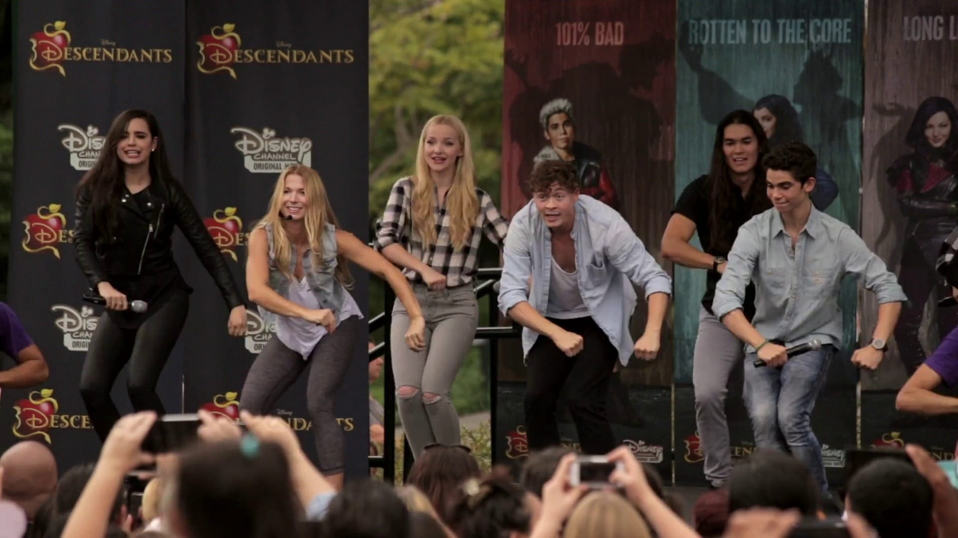 How to Dance to 'Set It Off' from Descendants | Oh My Disney