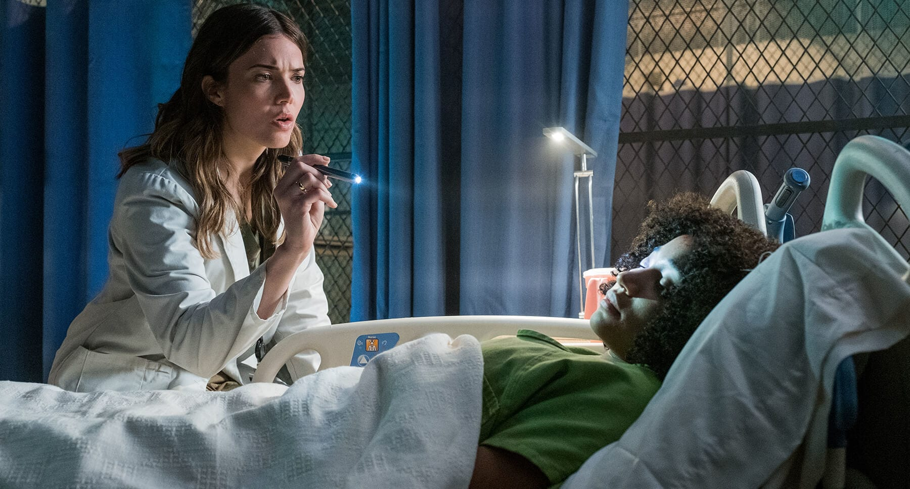 "Actors Mandy Moore (as Kate) and Amandla Stenberg (as Ruby Daly) in the hospital in the movie ""The Darkest Minds"""