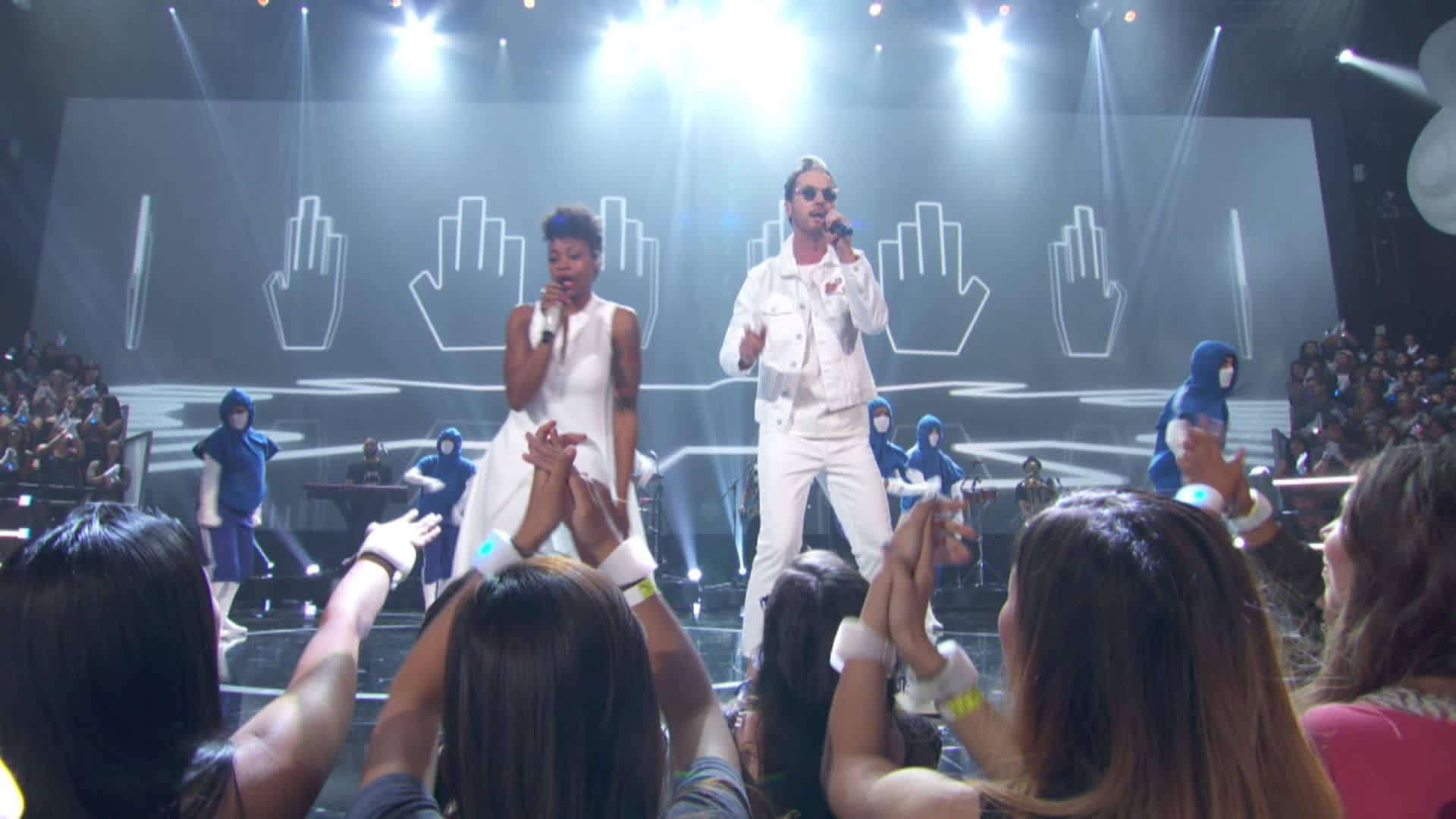 """HandClap"" Fitz & The Tantrums | 2017 Radio Disney Music Awards"
