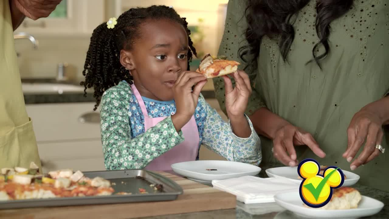 Flavors of the World with Doc McStuffins- Italian-inspired Veggie Pizza
