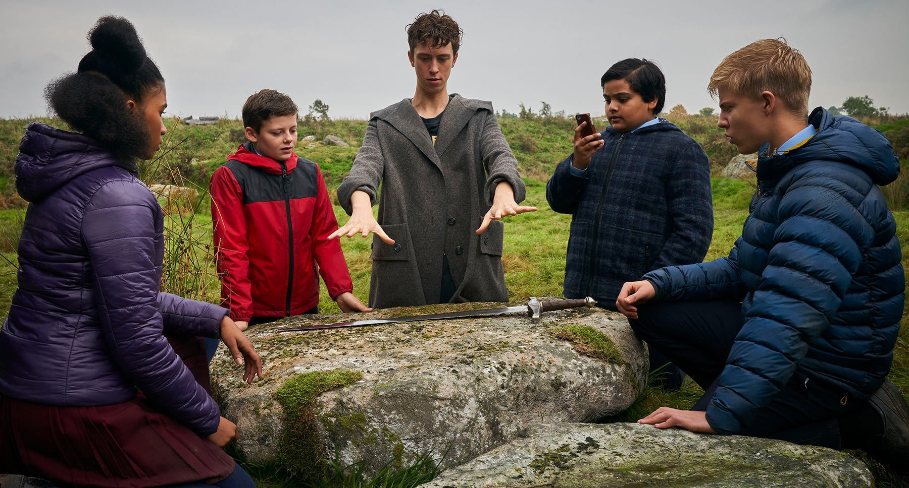 "Kaye (Rhianna Dorris), Alex (Louis Ashbourne Serkis), Young Merlin (Angus Imrie), Bedders (Dean Chaumoo) and Lance (Tom Taylor) in the movie ""The Kid Who Would Be King"""