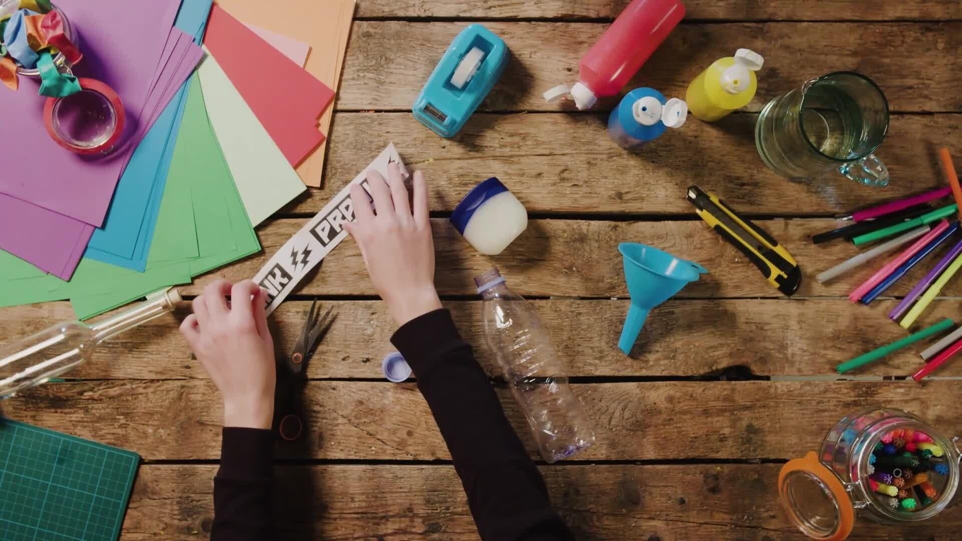 HOW TO: Maak een PRANKFLESJE! - Disney XD Prank Lab