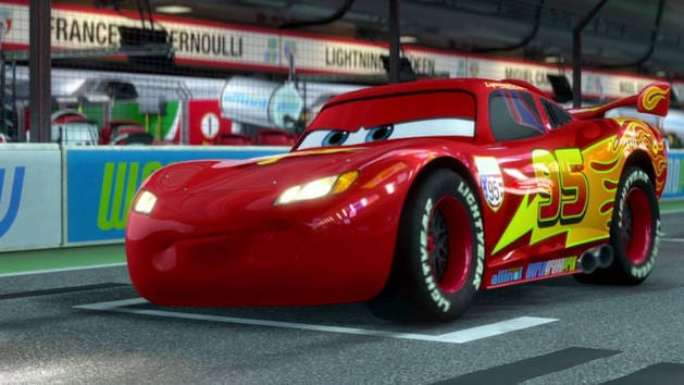 cars 2 extrait la course de flash mcqueen vid os cars vid os. Black Bedroom Furniture Sets. Home Design Ideas