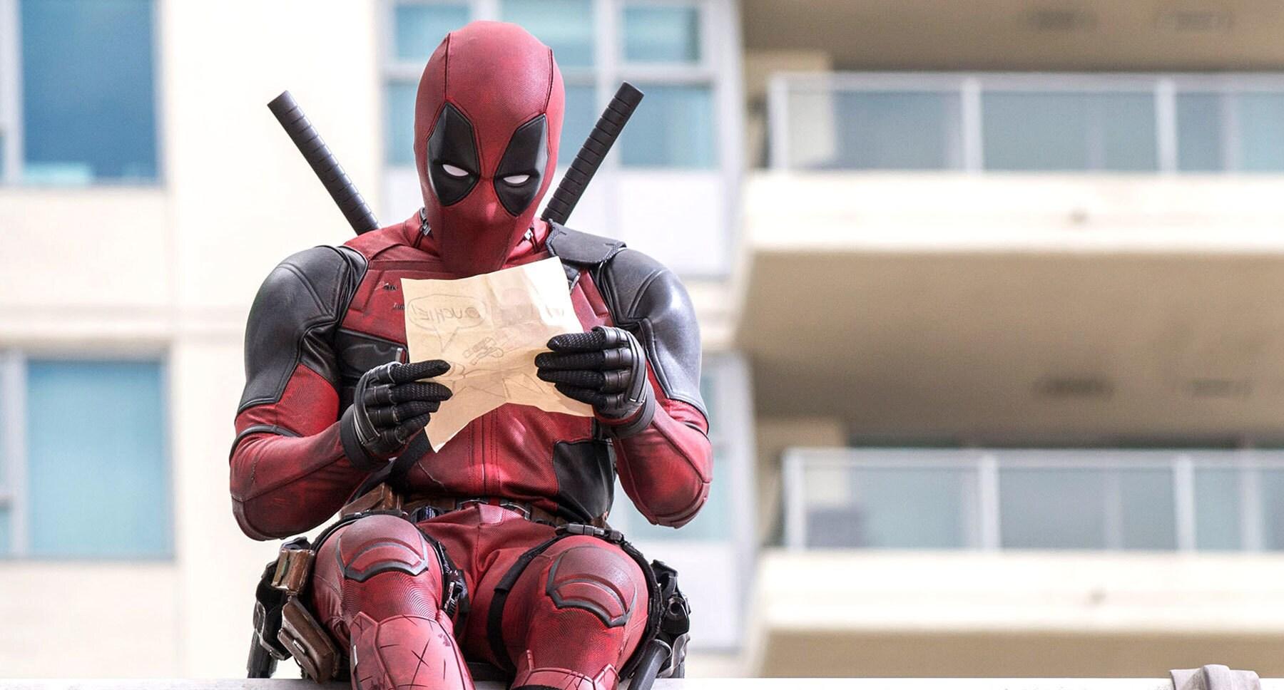 """Ryan Reynolds (Deadpool) reading a letter in """"Deadpool"""""""