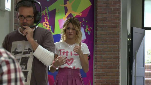 """Un nuevo sueño - """"Un día típico en el set"""" - Violetta"""