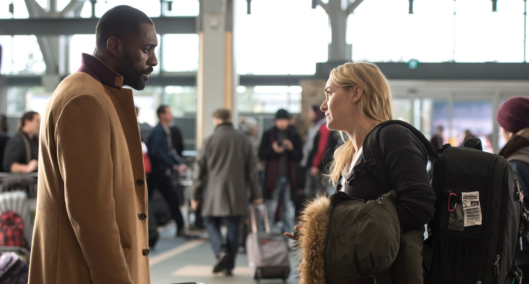 "Idris Elba (as Ben Bass) and Kate Winslet (as Alex Martin) talking in the movie ""The Mountain Between Us"""