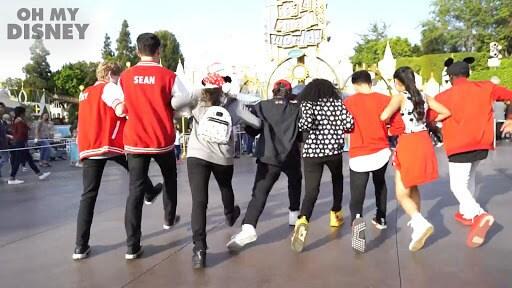 Disneyland Holiday Magic | Club Mickey Mouse Holiday | Oh My Disney