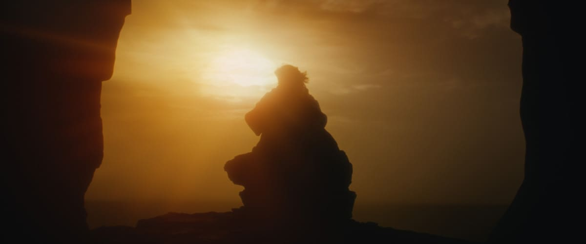 Luke Skywalker performing Force projection from Ahch-To to Crait