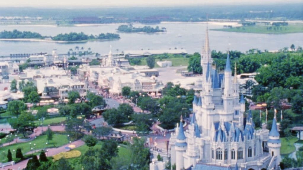 Ve detrás de la magia y regresa a la historia de Walt Disney World Resort