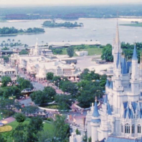 Ve detrás de la magia y regresa a la historia de Walt Disney World Resort