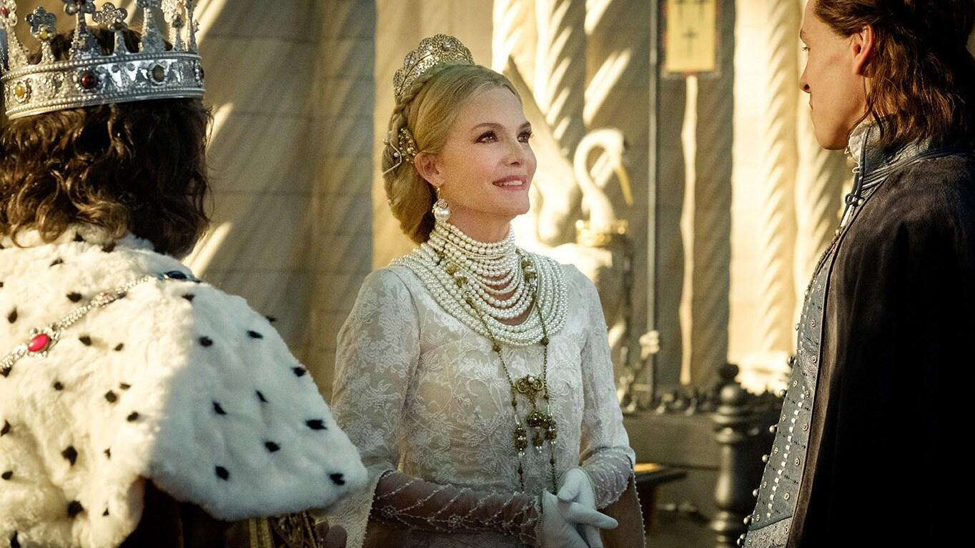Michelle Pfeiffer como Reina Ingrith en Maléfica: Dueña del mal