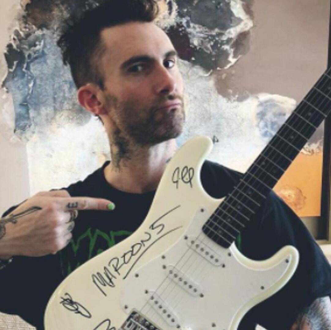 La Guitarra Autografiada por Maroon 5 te espera en tu radio