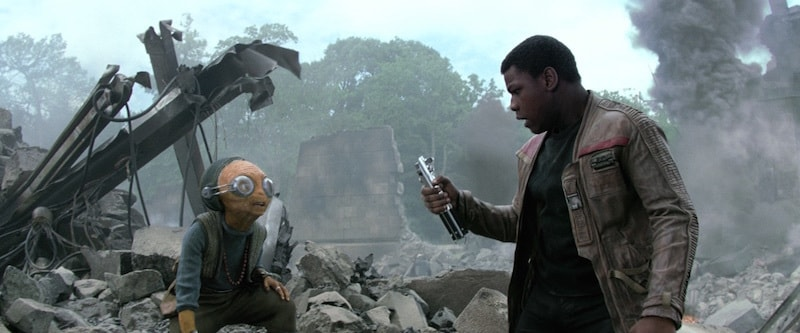 Maz Kanata instructing Finn to use the Skywalker lightsaber against the First Order on Takodana