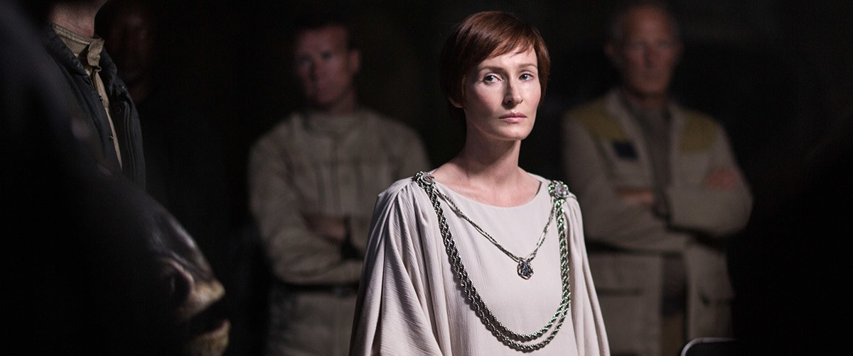Mon Mothma on Yavin IV