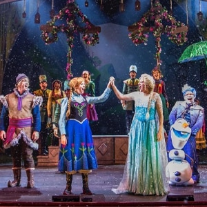 "Let it Go con una visualización virtual de ""Frozen, A Musical Spectacular"" de Disney Cruise Line"