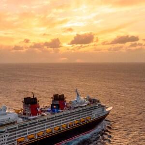 Comece Seu Dia com um Inspirador Nascer do Sol no Oceano na Disney Cruise Line