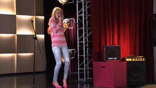 Ludmila muestra su canción en inglés - Violetta