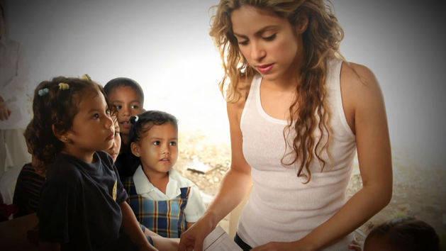 Shakira - RDMAs 2014 Hero Award Honoree