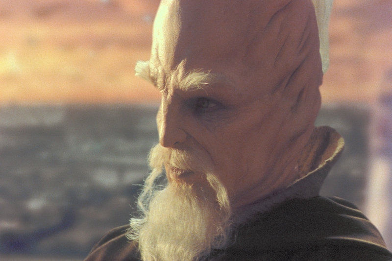 Ki-Adi-Mundi sitting in the Jedi Council Chambers
