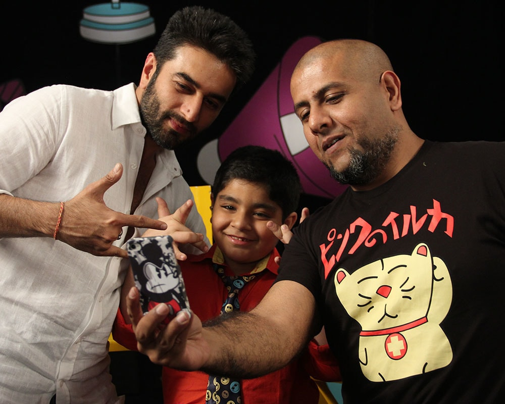 Vishal and Shekar have company - Captain Tiao!