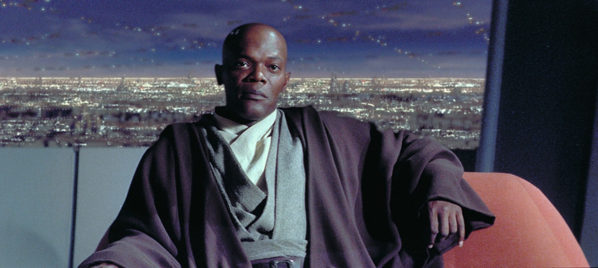 Mace Windu sitting in the Jedi Council chambers
