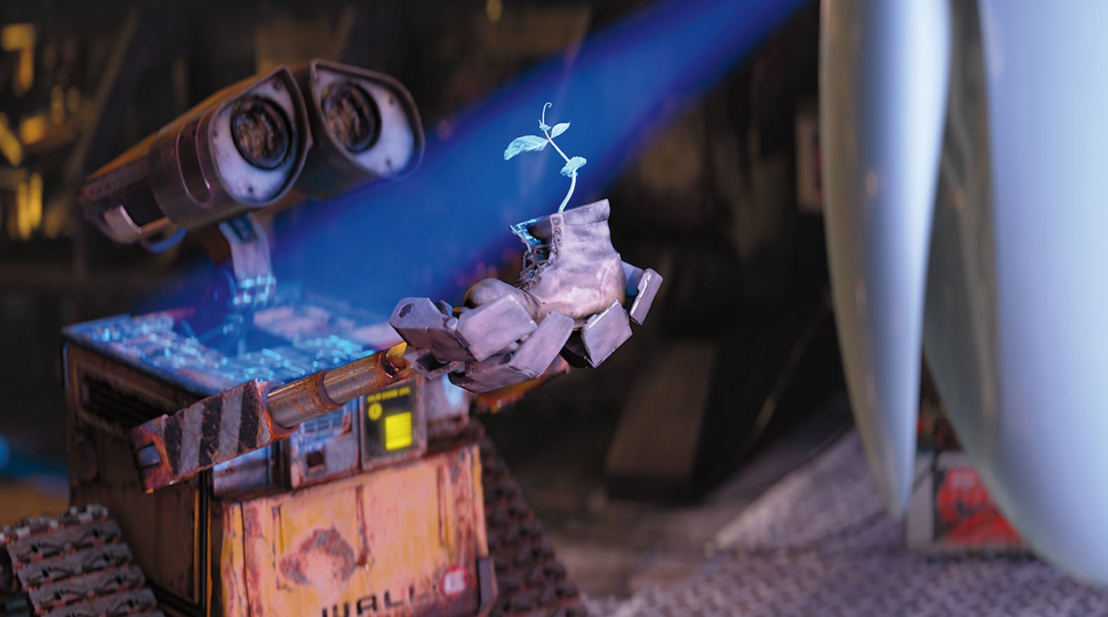 WALL•E stumbled upon something truly unique to give to EVE.