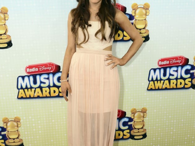 Ariana Grande - Check out her RDMA 2013 red carpet look!