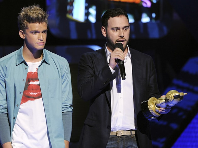 Scooter and Cody - Cody Simpson gave Scooter Braun an RDMA 2013 Heroes For Change award.