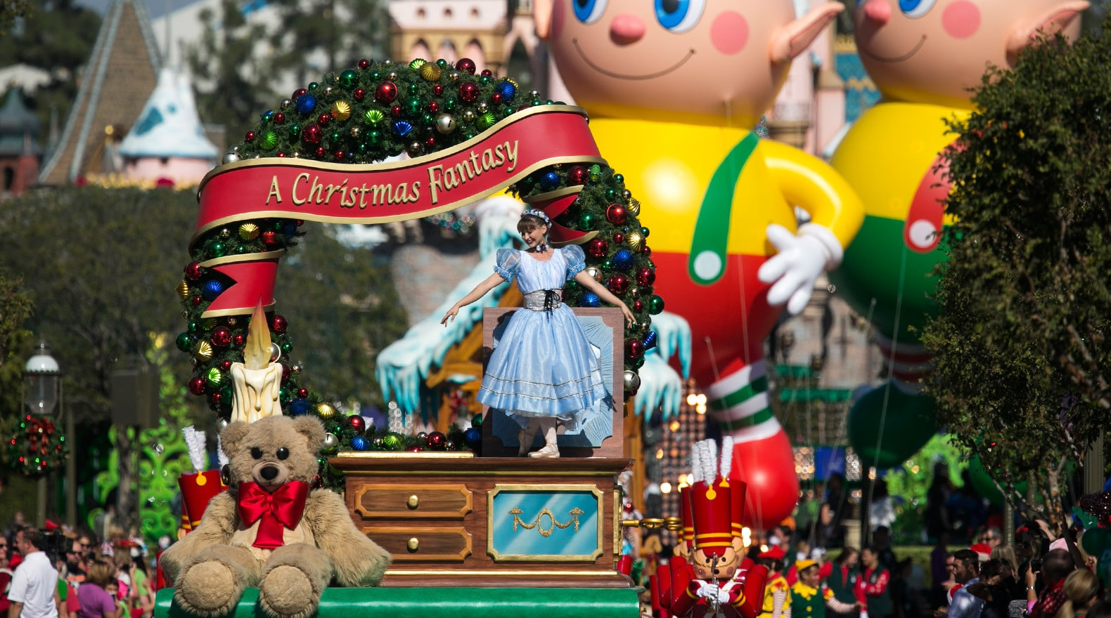The 30th Annual Disney Parks Christmas Day Parade!