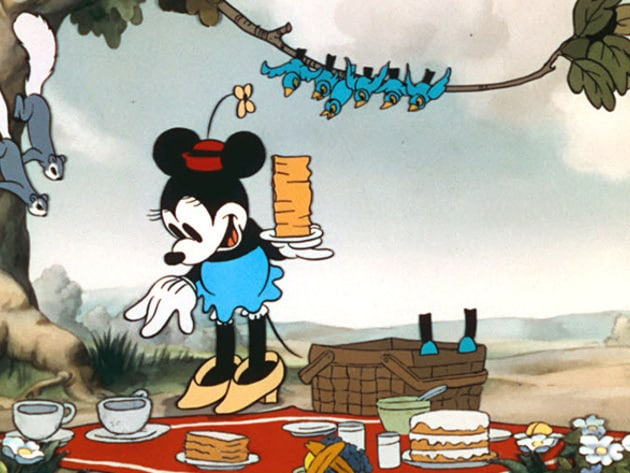 Minnie prepares for a picnic in the park.