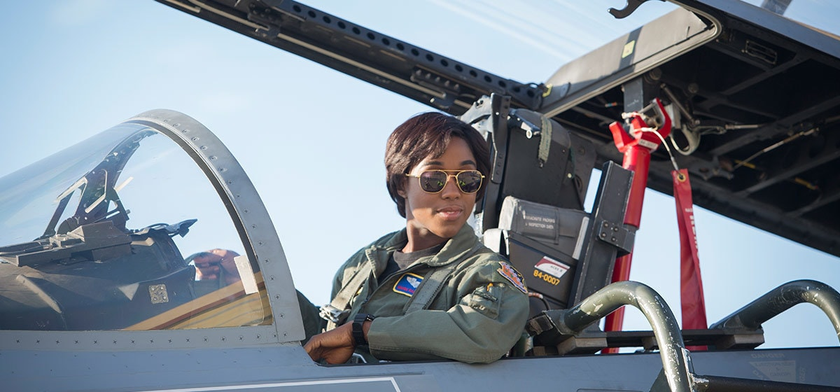 Lashana Lynch (Maria Rambeau) sitting in the cockpit of a jet fighter in Marvel Studios' Captain Marvel