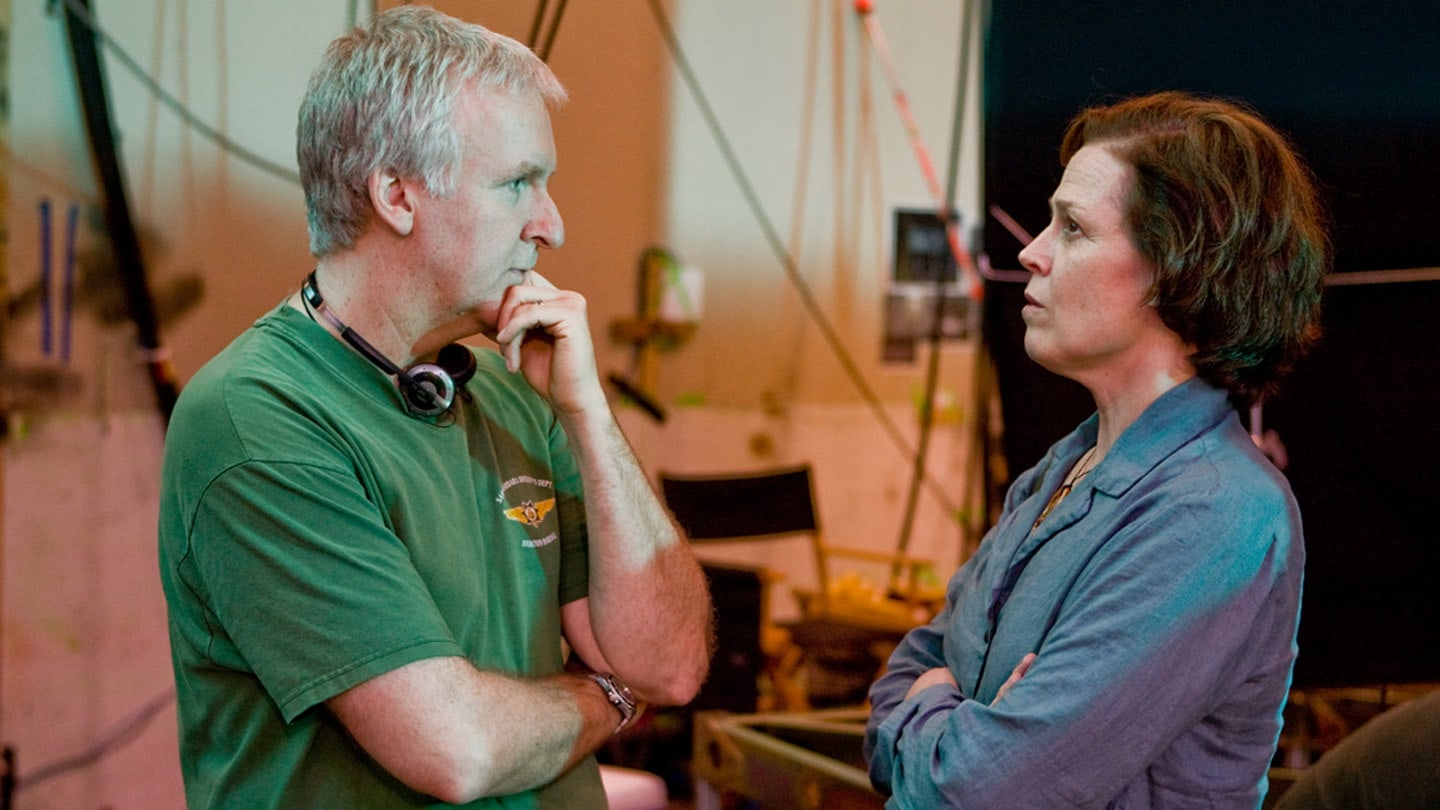 Behind the scenes with Director James Cameron & Sigourney Weaver