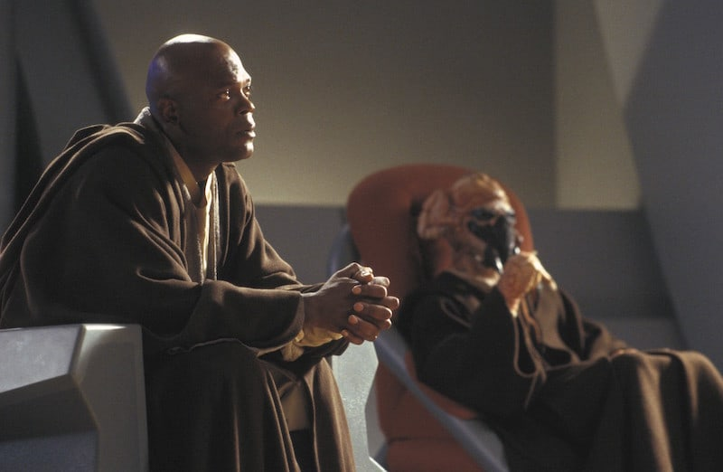 Plo Koon and Mace Windu on the Jedi Council