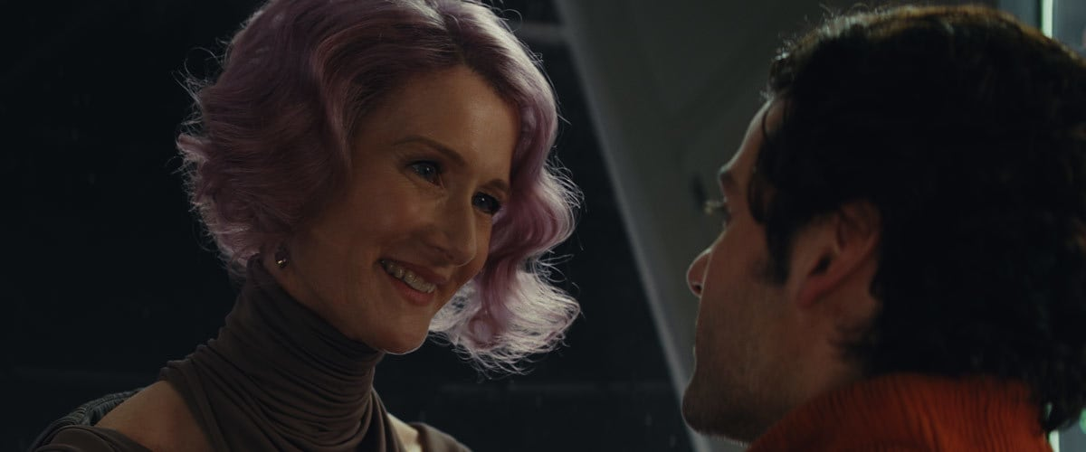 Poe Dameron speaking with Vice Admiral Holdo aboard the Rebel flagship 'Raddus'
