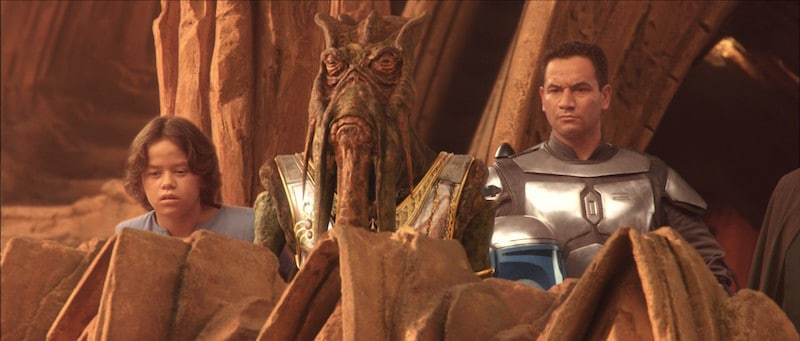 Poggle standing with Jango and Boba Fett on Geonosis