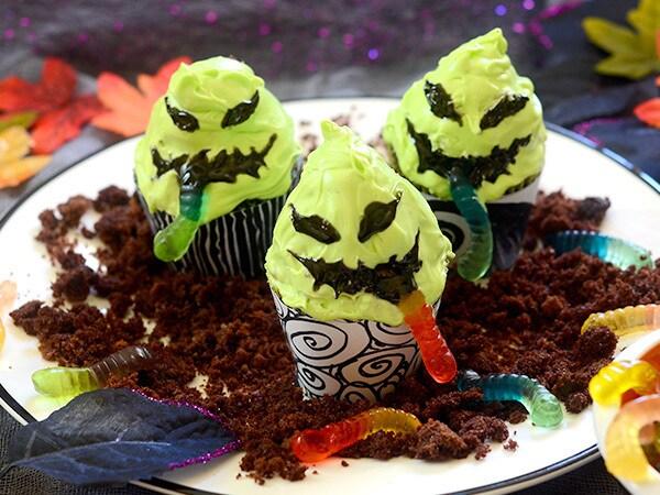 Oogie Boogie Gummy Worm Cupcakes Recipe
