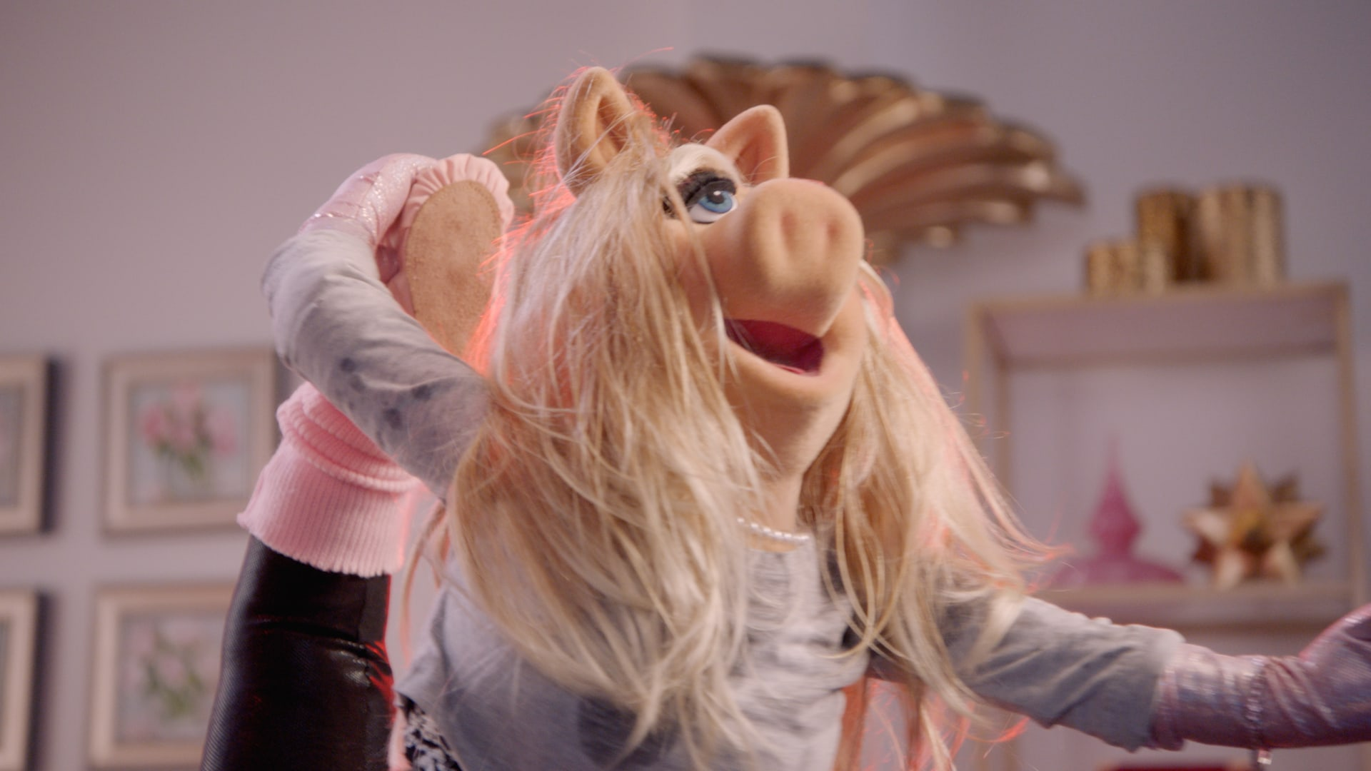 """Miss Piggy in """"Muppets Now,"""" streaming only on Disney+"""