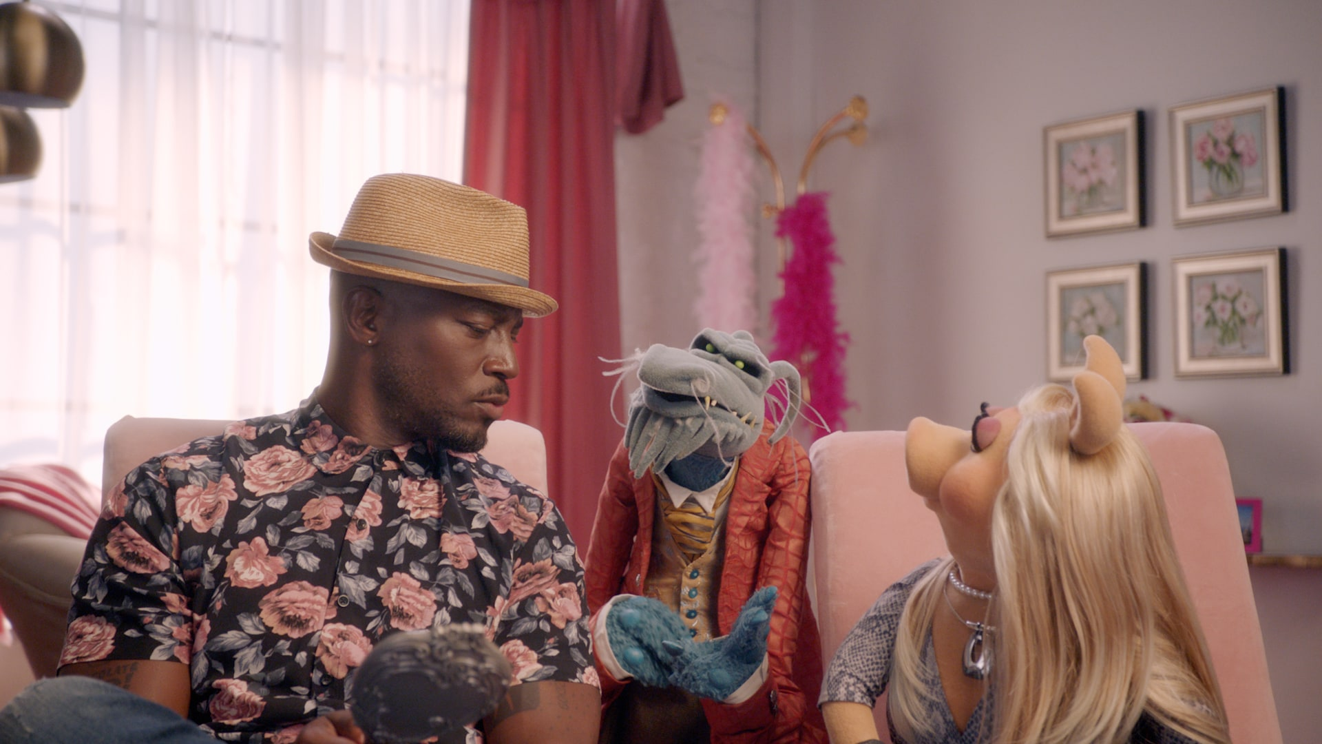"""Taye Diggs, Uncle Deadly, and Miss Piggy in """"Muppets Now,"""" streaming only on Disney+"""