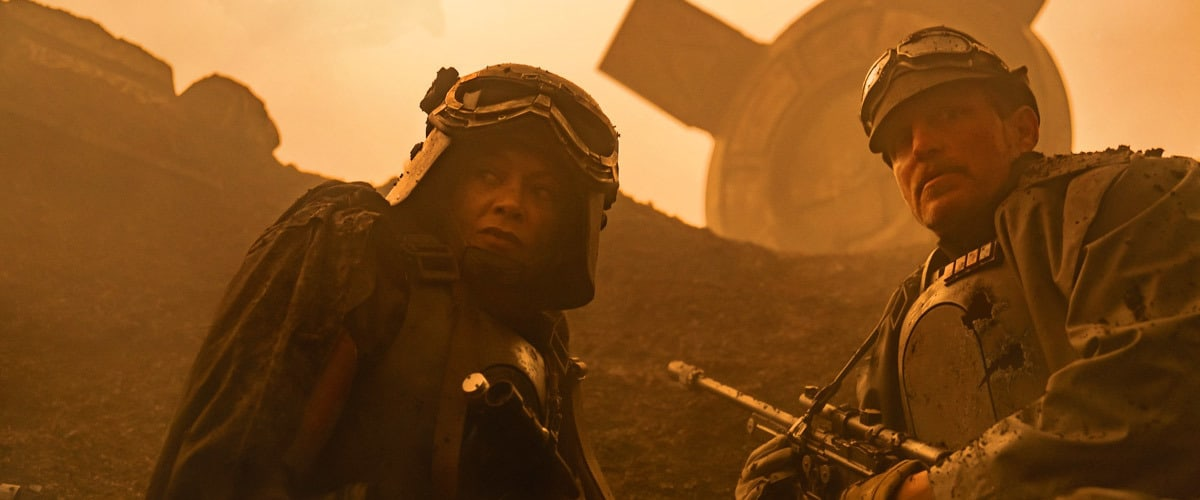 Tobias Beckett and Val disguised in Imperial uniforms on Mimban