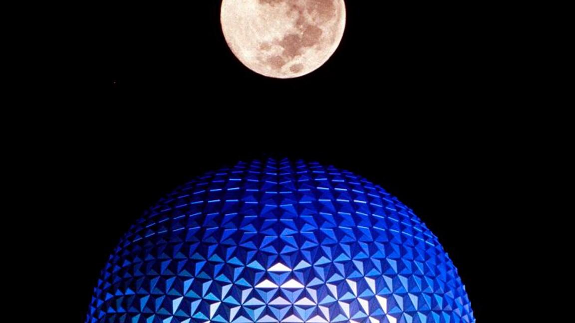 Por trás das câmeras – A Spaceship Earth se acende à noite no EPCOT pela primeira vez