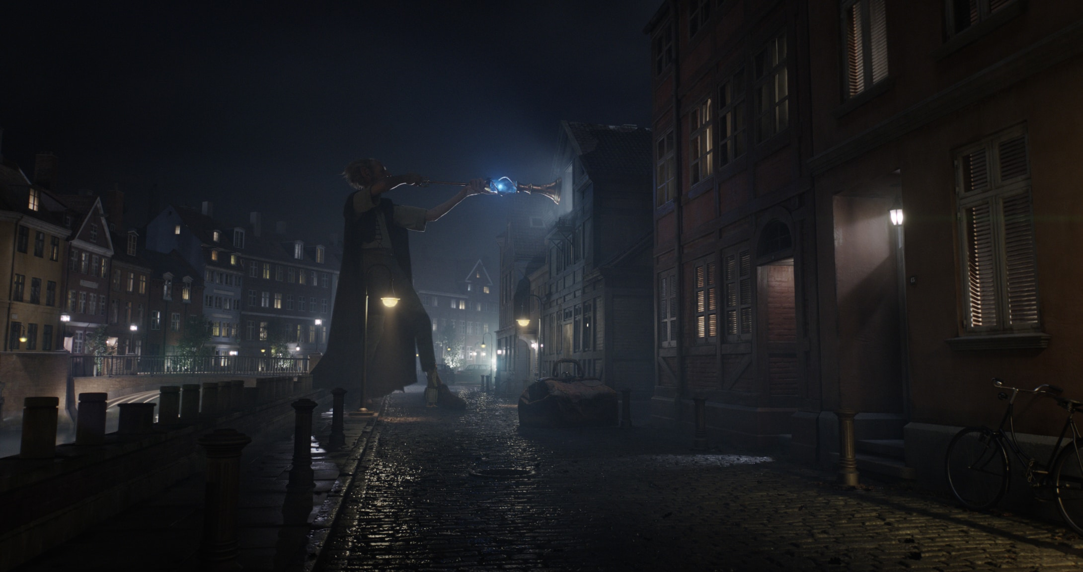 """The BFG (played by actor Mark Rylance) on a dark city street in the movie """"The BFG"""""""
