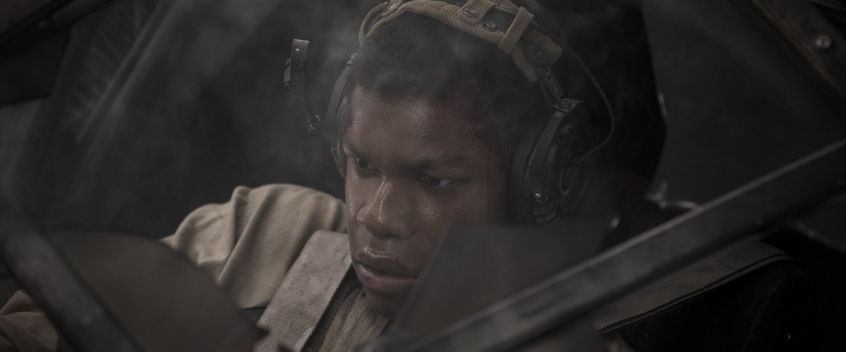 Finn piloting a Resistance ski speeder on Crait