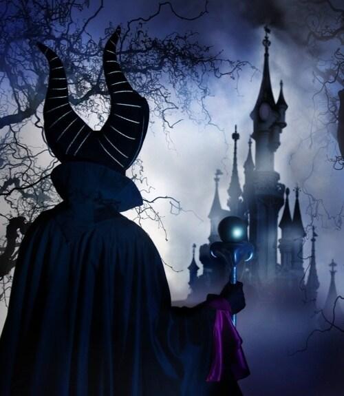 Als skelet verklede man tijdens een Halloween-feest in Disneyland Paris